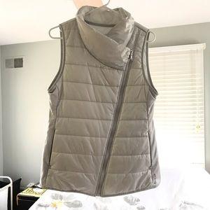 Reebok Silvery White puffy vest with diagonal zip